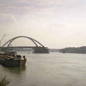 Z tohto pohľadu sa zdal byť most už v polovici
