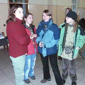 S Nátaliou (druhá sprava) na stanici v Zwardoni.