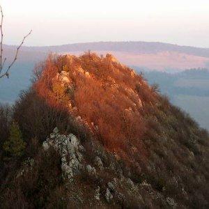 8.1.2005  15:50 / Vedľajší vrchol zvláštneho kopca s menom Krasín