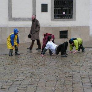 9.4.2005  11:50 / Ľudia sa v Starom meste nestačili diviť