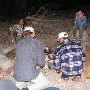 25.6.2005  21:13 / Pri ohni komáre až tak neštípu