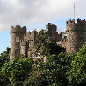21.7.2005  17:00 / Malahide Castle, ktorý sa nám podarilo vidieť iba zvonka