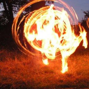 27.7.2005  22:12 / Ohňová show na záver večera pred našim odchodom z Cartmelu