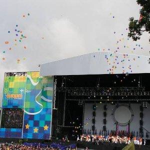 3.8.2005  9:27 / lietali aj baloniky