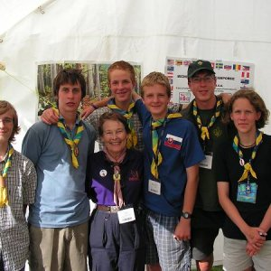 7.8.2005  16:46 / Foto s vnučkou Baden-Powella