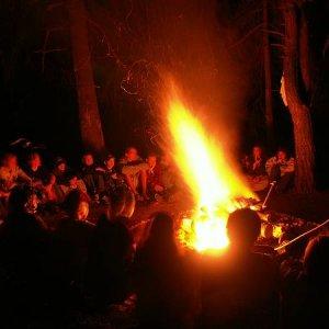 20.8.2005  21:22 / A večer oheň táborový do tmy zažiari...